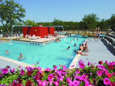 Camping Holiday France, Ardeche / Auvergne   Campingsite Camping Aluna  Vacances   Mobile Homes And